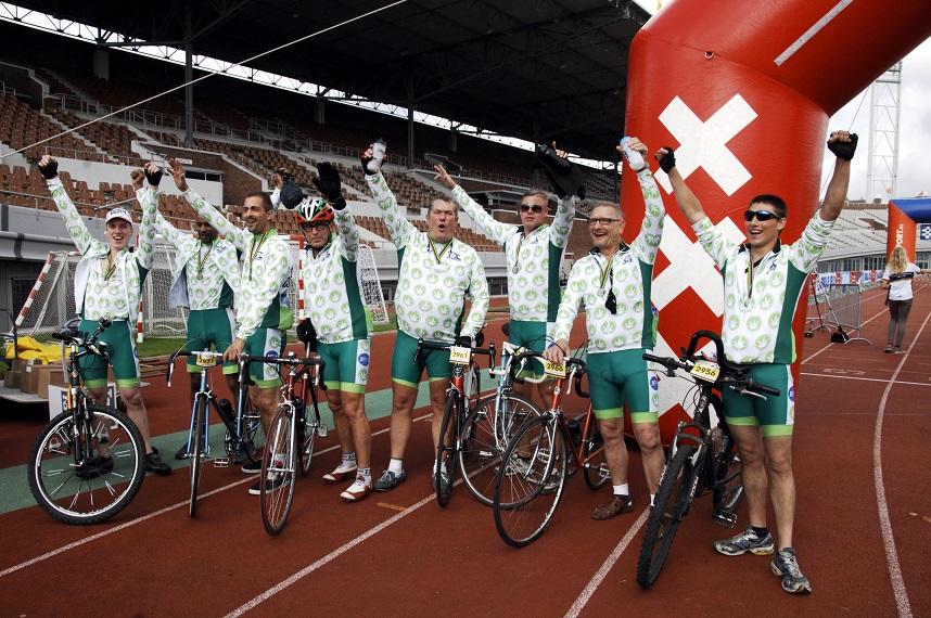 Het Tour de Achterdeur team in het Olympisch Stadion in Amsterdam (© Gonzo media)