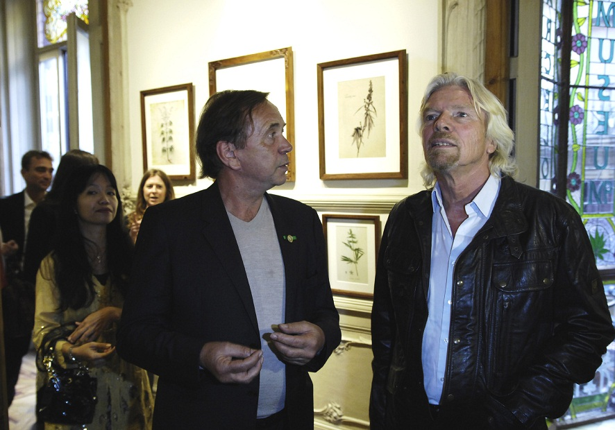 Ben Dronkers showing Richard Branson around the Hemp Gallery Museum in Barcelona