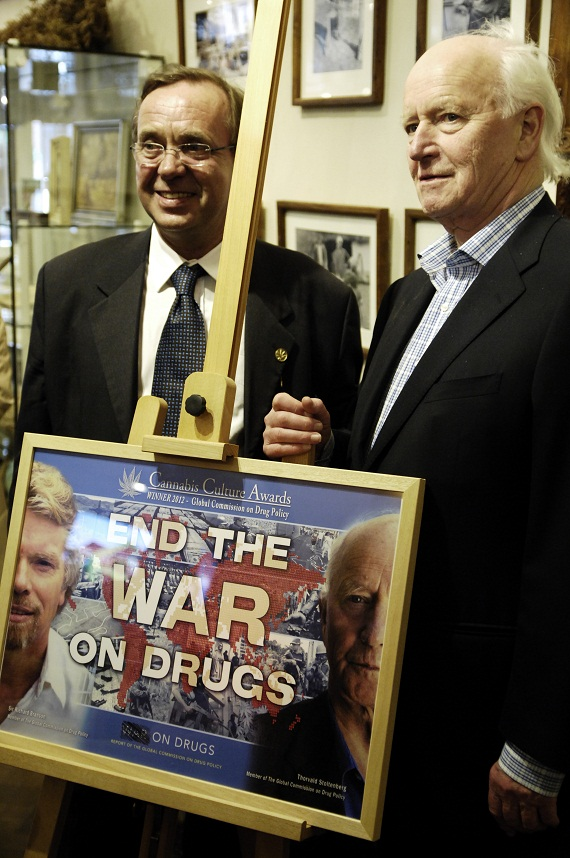Ben Dronkers en Thorvald Stoltenberg: End the war on drugs (© Gonzo media)