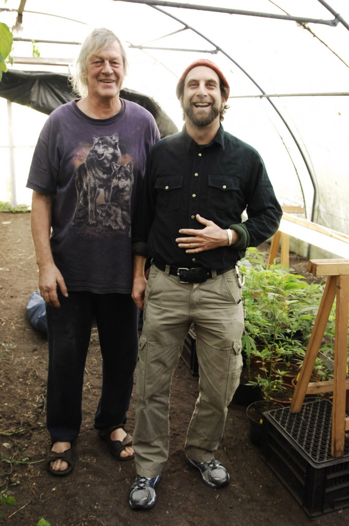 Doug Fine visiting Doede de Jong, the Netherlands best known cannabis grower and VOC activist (© Gonzo media)