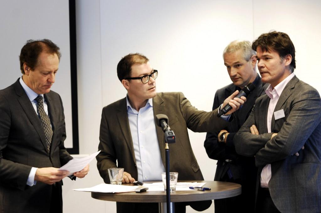 Presentatie van het burgemeestersmanifest 'Joint Regulation', Utrecht, 31 januari 2014. V.l.n.r. Rob van Gijzel, dagvoorzitter Ruben Maas, Victor Everhardt en Paul Depla (© Gonzo Media)