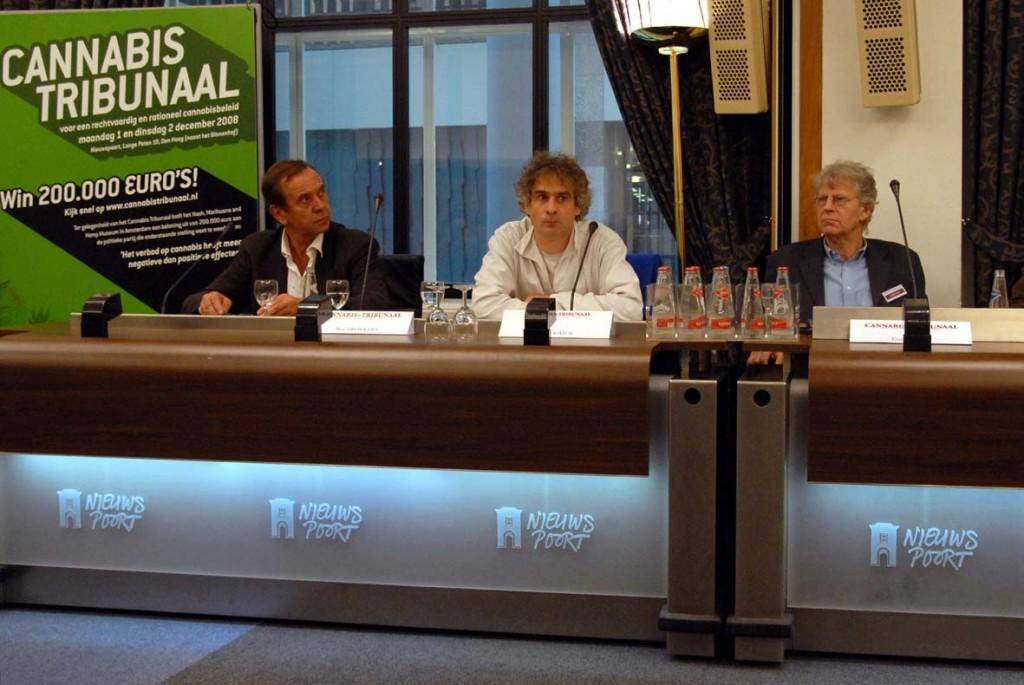 Joep tijdens het eerste Cannabis Tribunaal in Den Haag, december 2008, met Ben Dronkers, Freek Polak en Job Joris Arnold