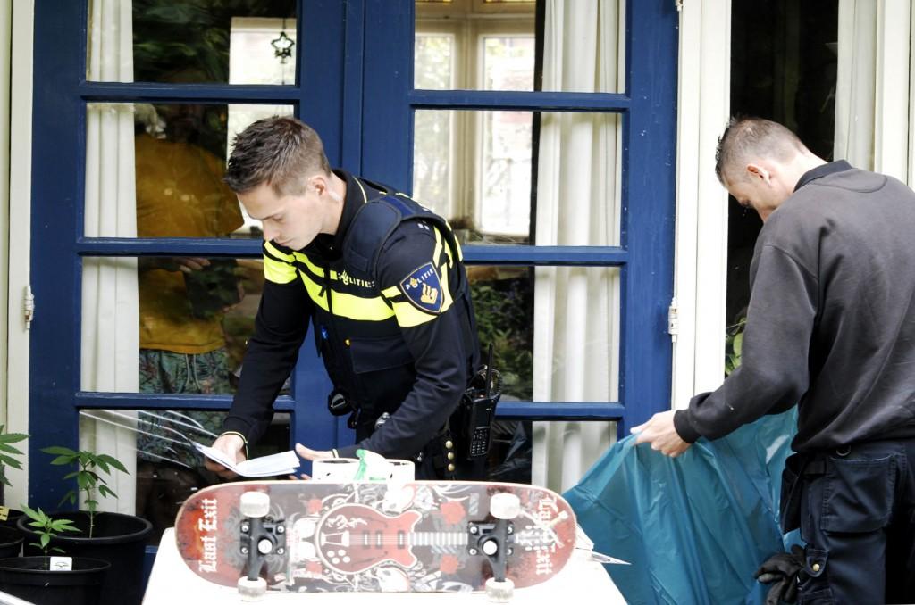 Politie-inval-VOC-01-06-2015_4217