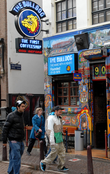 Coffeeshop The Bulldog in Amsterdam (© Gonzo media)