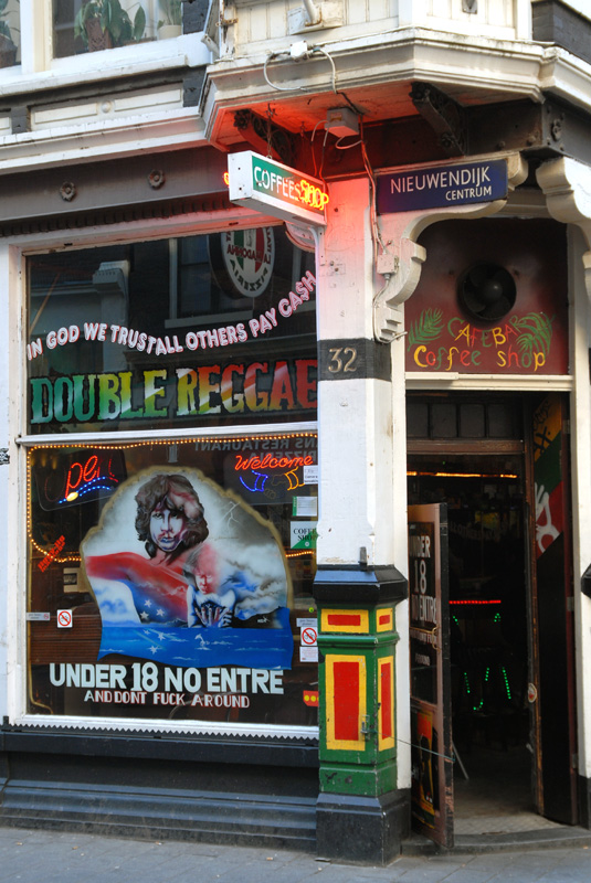 Coffeeshop Double Reggae, Amsterdam (© Gonzo media)
