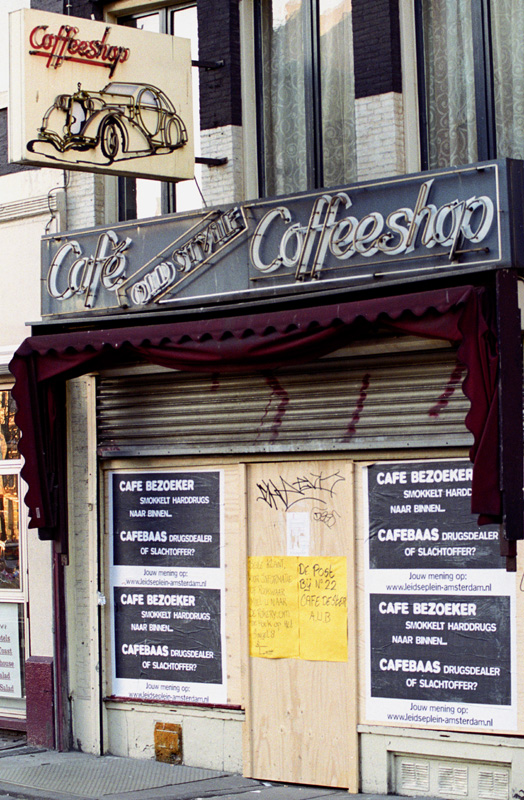 Closed down coffeeshop in Amsterdam (© Gonzo media)
