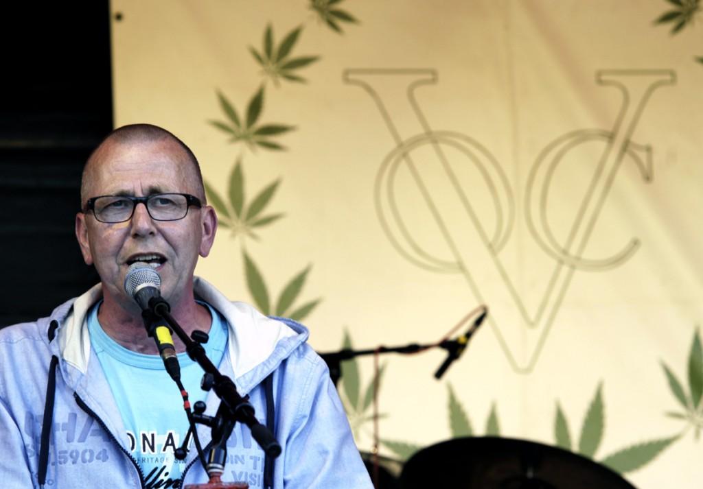 Theo Buissink spreekt op Cannabis Bevrijdingsdag 2012 in het Westerpark in Amsterdam (© Gonzo Media)